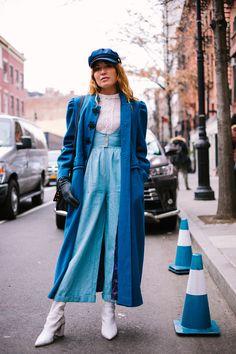 Street Style at New York Fashion Week Fall/Winter 2018 – fashion Trends Curvy Fashion, Love Fashion, Plus Size Fashion, Winter Fashion, Fashion Looks, Fashion Outfits, Fashion Design, Fashion Trends, Womens Fashion
