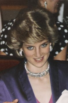 Picture copied from The Royal Jewels of the World Message Board. DIAMOND RIBBED COLLAR NECKLACE Diamond collar necklace with matching earrings. This is the only picture of Diana wearing this particular necklace. Princess Diana Jewelry, Princesa Real, Princess Diana Pictures, Diana Fashion, Lady Diana Spencer, Spencer Family, Diane, Royal Jewels, Princess Of Wales