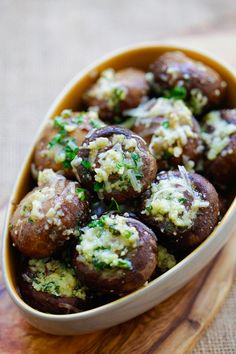 Garlic Parmesan Roasted Mushrooms - buttery and delicious oven roasted mushrooms loaded with garlic and Parmesan cheese. Takes 8 mins prep | rasamalaysia.com