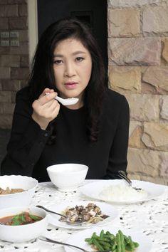 อุดหนุนซื้อจากชาวนา นำมาช่วยขาย เก็บไว้ทานเอง Yingluck Shinawatra . ข้าวของเรา ข้าวขาว หอมมะลิ ๑ หลังจากข้าฯไปอุดหนุนซื้อข้าว ข้าวจ้าววว ไม่ขาว เจ้ามีตำหนิ ข้าวของเรา ข้าวขาว หอมมะลิ ดำริ ดำเนินร่วม ราษฎร ๒ ข้าวอุบล คนสุรินทร์ หอมมะลิ ราษฎร ดำริ หทัยถอน ปวงข้าฯบ่าวไพร่พสกนิกร ยังความเดือดร้อนข้าวลงราคา ๓ นำมาช่วยขายแล้ว ส่วนหนึ่งด้วย ข้าวสวย ข้าวต้ม วางตรงหน้า ข้าวหอมมะลิ ใหม่ ๆ เพิ่งสีมา ค่ะ ต้องขอบอกว่า หอมจริง ๆ . สามัญชน ๘ พฤศจิกายน ๒๕๕๙ . http://wp.me/p7cLjG-1cJ ข้าว