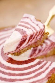Tarte gelée aux prunes : Recette de Tarte gelée aux prunes - Marmiton Cheesecakes, Food Art, Biscuits, Food And Drink, Fish, Meat, Fruit, Desserts, Recipes