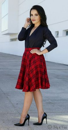 Paola Blog: Look of the Day: Midi and Body Skirt