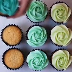 Roses Cupcakes Piping techniquesYou can find Cake decorating videos and more on our website. Cupcake Piping, Rose Cupcake, Cupcake Frosting, Cupcake Cakes, Cupcake Art, Buttercream Frosting, Cupcake Recipes, Cookie Recipes, Dessert Recipes