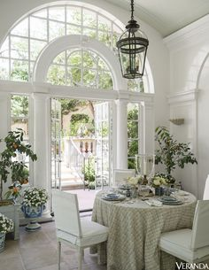Dining in the conservatory. Design by Cathy Kincaid