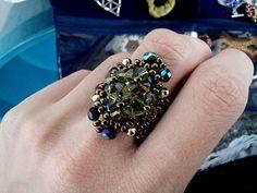 anel número 26 com miçangas e cristais swarovski