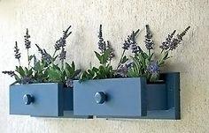 Dicas da Vila do Artesão - Suporte para vasos em gaveta na parede