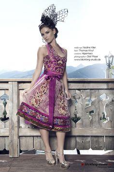 Ob für Oktoberfest Outfit, dir die Hochzeit oder besonderen Fest. Couture Dirndl mit Details, wie Blumen, Borte und Seide sind immer ein Trend. Für den perfekten Look braucht man einen auffallenden Haarschmuck und Schuhe. http://www.alpenherz.de/couture-hochzeit/