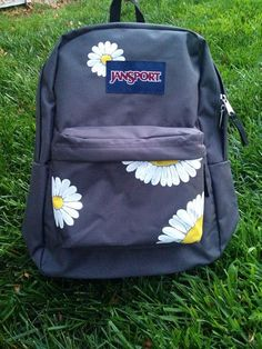 Hand Painted Daisy JanSport Backpack by MorgsCreations on Etsy Puppy Backpack, Diy Backpack, Backpack For Teens, Mochila Jansport, Cute Jansport Backpacks, Girl Backpacks, Painting Backpack, Cute Backpacks For School, Animal Bag