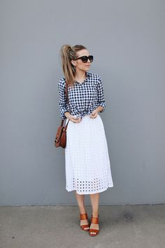 Need some midi skirt outfit ideas? I've rounded up a bunch of skirt outfit ideas for all seasons, and both casual and dressy! White Skirt Outfits, Modest Outfits, Modest Fashion, Fashion Outfits, Womens Fashion, Fashion Trends, White Midi Skirt, Fashion Blogs, White Skirts