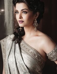 It's time you got a top bollywood fashion outfits - the passion of bollywood is the pride of newindia. Press Visit link above for more options - Bollywood Fashion Bollywood Sari, Bollywood Fashion, Aishwarya Rai Bachchan, Deepika Padukone, Aishwarya Rai Makeup, Beautiful Indian Actress, Beautiful Actresses, Beautiful Bollywood Actress, South Indian Wedding Saree