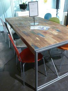 tafel bij Trendhopper met sloophout in kleuren