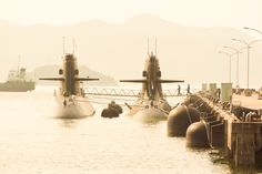 https://flic.kr/p/NqTJhh | boarding | Taken at the port of Kure, Hiroshima.(広島県呉市) One of the most important submarine base of Japan Maritime Self-Defence Force.