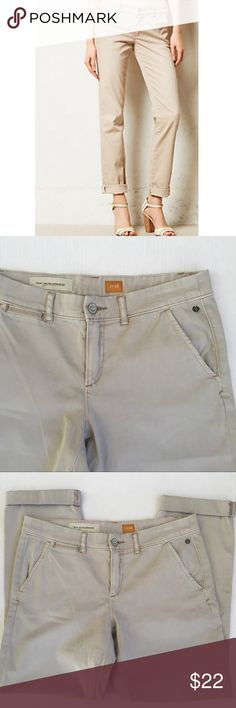 Pilcro Anthropologie Hyphen Chinos Size 28 A n t h r o p o l o g i e •size 28 •beige •excellent preowned condition •coming from a pet and smoke free home •no trades •bundle up and save 15% •send me an offer! Anthropologie Pants