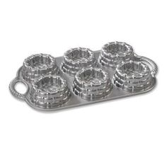 Platinum Shortcake Basket Pan    Baskets are designed to hold fresh berries, sauces and whipped cream for a pretty presentation.