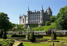 The Dunrobin Castle has existed since century .Dunrobin Castle is a stately home in Sutherland, in the Highland area of Scotland. It is the seat of the Countess of Sutherland and the Clan Sutherland. Scotland Castles, Scottish Castles, Scotland Uk, Scotland Funny, French Castles, Scottish Highlands, Highlands Scotland, Beautiful Castles, Beautiful Places