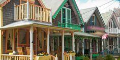 http://www.countryliving.com/real-estate/news/g3613/marthas-vineyard-gingerbread-houses/?slide=7