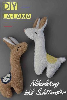 DIYLA-LAMA! Kostenlose Nähanleitung mit Schnittmuster - Zucker und Zimt Design - #dollsdollsdolls - Lama´s sind angesagt wie nie, vergesst also Einhörner und Co! Deshalb habe ich hier eine kostenlose Nähanleitung inkl. Schnittmuster für ein süßes Stofftier Lama für euch und dazu gibt es sogar noch ein passendes Anleitungsvideo auf meinem YouTube Kanal!... Sewing Patterns Free, Free Sewing, Free Knitting, Baby Knitting, Free Pattern, Knitting Patterns, Crochet Patterns, Pattern Sewing, Sewing Projects For Beginners