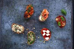 Party bruschetták | Street Kitchen Grubs, Bruschetta, Hamburger, Appetizers, Vegetables, Breakfast, Kitchen, Food, Street