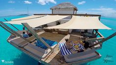Tropical paradise sounds good, and judging by the drone cam video of Cloud this floating bar in Fiji is a picture-perfect example. Floating Restaurant, Bar Restaurant, Floating Boat, Floating House, Boat Building, Building Design, Schwimmendes Boot, Floating Architecture, Houseboat Living