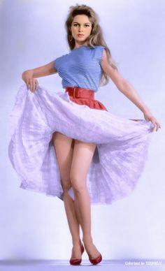 When a woman dances ~Brigitte Bardot Brigitte Bardot, Bridget Bardot, Beautiful Celebrities, Beautiful Actresses, Beautiful Legs, Gorgeous Women, Mädchen In Bikinis, French Actress, Mode Vintage