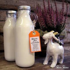 Nyt meillä on tullut maitoa vähän ylimääräistäkin, kun Inkeri-kuttu on vihdoin vierottanut itse kilinsä. Kileillä onkin ikää jo puoli vuotta... Barista, Glass Of Milk, Drinks, Food, Meal, Eten, Drink, Meals, Beverage