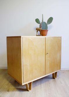 Vintage kast van Cees Braakman (CB02) voor Pastoe. Retro design dressoir   Vintage meubels   Flat Sheep