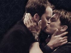Wallpaper of Jack & Ianto for fans of Famous Kisses. This is a famous kiss for all Torchwood fans! :D