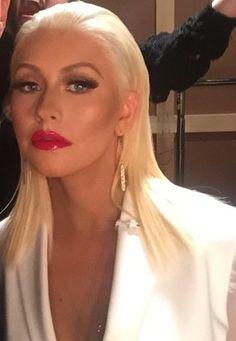 Christina Aguilera Bangs With Medium Hair, Medium Hair Styles, Female Movie Stars, Beautiful Christina, Blowout Hair, Rainbow Makeup, Curvy Girl Fashion, Girl Bands, Christina Aguilera