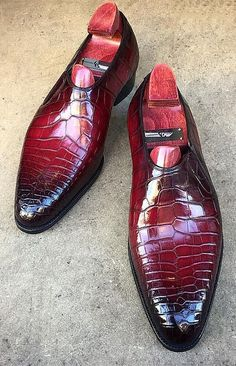 Casual alligator shoes, luxury alligator Slip-On loafers for men, It comes in a slip-on style that makes it convenient to wear. Mens Shoes Boots, Mens Boots Fashion, Leather Dress Shoes, Shoe Boots, Gentleman Shoes, Custom Design Shoes, Tassel Loafers, Loafers Men, Me Too Shoes