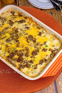 Cheesy Beef & Potatoes: 1 lb lean ground beef ½ cup chopped onion 1 tsp garlic powder ¼ tsp pepper 4 large potatoes, peeled and sliced very thin (about 3 cups) 1 can (10.75 oz) cream of mushroom soup ¼ cup cream ½ cup beef stock 1½ cups shredded sharp cheddar cheese