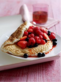 Be Creative With a Fresh Berry and Elderflower Souffle Omelette with Liquid Egg White – Two Chicks, Available Nationwide – Find Your Local Stockist Here! Low Fat Cooking, Cooking For One, Cooking Time, Cooking Recipes, Low Fat Pancakes, Crepes And Waffles, Egg White Omelette, Egg White Recipes, Omelette Recipe