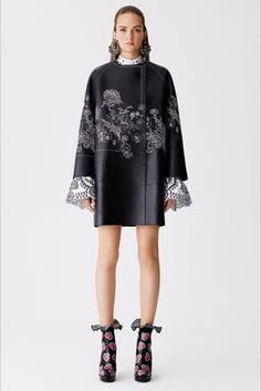 Sfilata Alexander McQueen Londra - Pre-collezioni Primavera Estate 2017 - Vogue