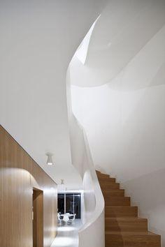 Reforma ilumina morada francesa Ampliação conecta casa e aproveita luz natural