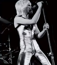 Cherie Currie of the Runaways, rock on!