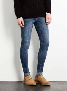 Tight Jeans Men, Superenge Jeans, Jeans And Boots, Skinny Jeans Style, Super Skinny Jeans, Queer Fashion, Jeans Fashion, Skater Outfits, Urban Outfits