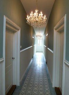 lampadari-sospensione-cristallo-design-classico-decorare-corridoio-porte-legno-pavimento-marmo