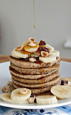 Cozy Banana Bread Pancakes // gluten free, vegan via Wholehearted Eats #brunch #clean