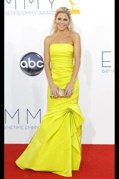 Julie Bowen In Monique Lhuillier – 2012 Emmy Awards