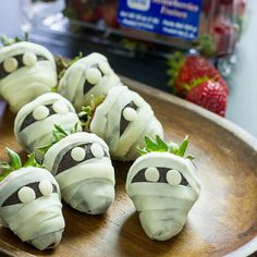 Scary Berry Mummies! Spooky and delicious. Perfect for your Halloween party.