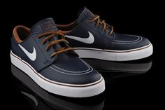 Nike SB Zoom Stefan Janoski Obsidian Leather: Nike SB drops a new colorway in its well-received Zoom Stefan Janoski silhouette. The kicks Sock Shoes, Men's Shoes, Nike Shoes, Nike Sb Janoski, Nike Leather, Stefan Janoski, Nike Flyknit, Dope Outfits, Skate Shoes