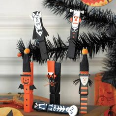 Halloween Clothespins - maybe magnets on the back to put on the fridge