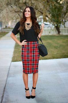 La falda tipo lápiz es conocida por usarse para los atuendos más formales y de oficina, pero en realidad es una prenda muy versátil. Hoy te dejamos algunas sugerencias de look para usarla durante el otoño.