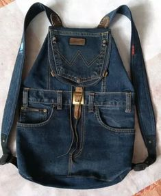 Latest Absolutely Free Ideas backpack for recycling jeans. Concepts I enjoy Jeans ! And even more I love to sew my own, personal Jeans. Next Jeans Sew Along I'm lik Next Jeans, Love Jeans, Denim Bag, Blue Denim Jeans, Jean Backpack, Backpack Bags, Retro Backpack, Leather Backpack, Estilo Jeans