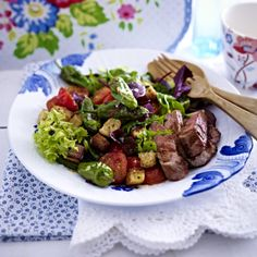 Grüner Salat mit Pimientos und Steakstreifen Rezept | LECKER