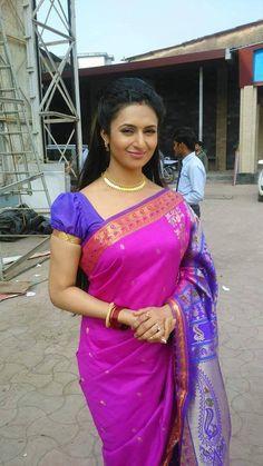 Divyanka Tripathi in Saree in Shooting Spot
