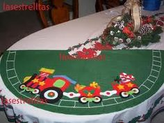 pie de arbol navideño - Buscar con Google Felt Christmas Decorations, Holiday Decor, Xmas Tree Skirts, Flower Pot People, Terracotta Flower Pots, Table Runners, Wool Felt, Projects To Try, Google
