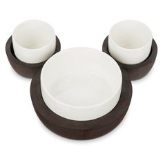 Add a subtle Disney touch to your décor with our Mickey Mouse Fall Fun serving set! Featuring three ceramic bowls, and a wooden tray, the chic design forms a Mickey icon. Disney Home Decor, Disney Diy, Baby Disney, Disney Baby Clothes Boy, Mickey House, Disney Store, Mickey Mouse Images, Geek Decor, Party Trays