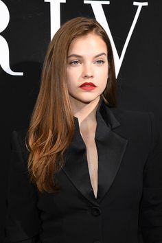 Barbara Palvin Photos Photos - Barbara Palvin attends the Giorgio Armani Prive Haute Couture Fall/Winter 2017-2018 show as part of Haute Couture Paris Fashion Week on July 4, 2017 in Paris, France. - Giorgio Armani Prive : Front Row - Paris Fashion Week - Haute Couture Fall/Winter 2017-2018