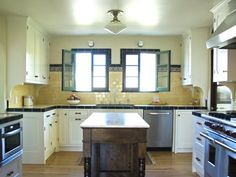 Love this vintage look in this kitchen