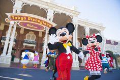 Here's Tokyo Disneyland! Peace and Enjoy! Disneyland Movies, Tokyo Disneyland, Mickey Mouse E Amigos, Mickey Mouse And Friends, Minnie Mouse, Disneyland California Adventure, Disney Word, Disney Mickey, Walt Disney